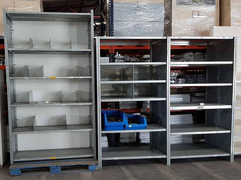estanteria de angulo ranurado con productos