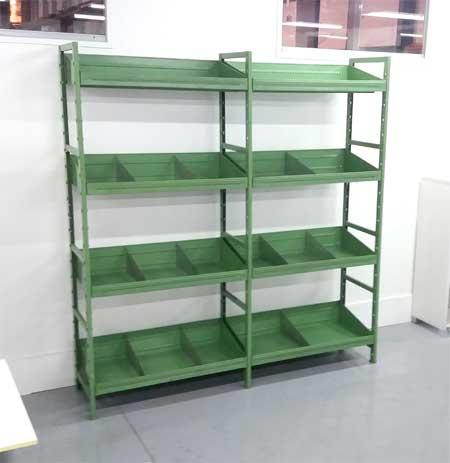 Estantería con separadores verde